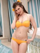 Voluptuous amateur brunette Mandy Haze stripping off her bikini  867073